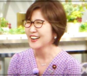 【画像】稲田朋美がかわいい!メガネと網タイツのファッションが秘訣?かわいさの理由をなのか検証
